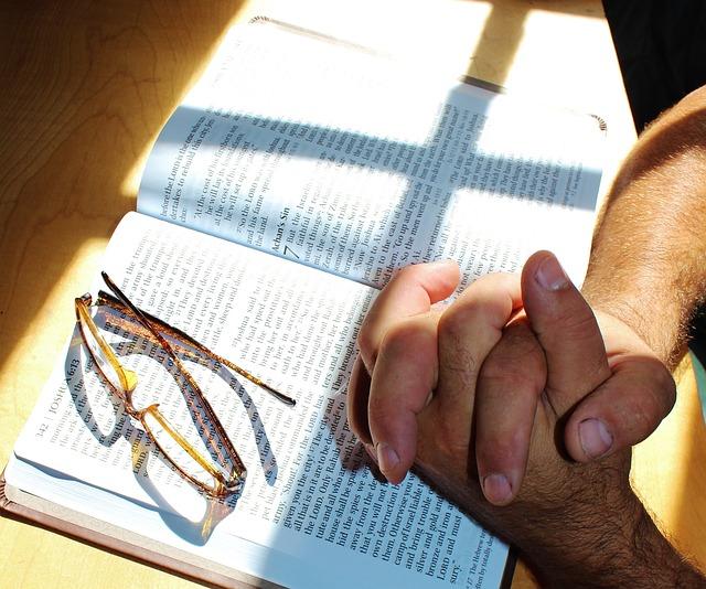 Hvorfor må man gå i kirken for å be?